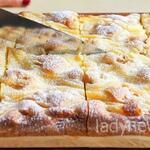 Мягкий и пышный пирог с яблоками готовится очень легко