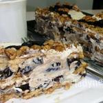 Необыкновенный торт без выпечки с черносливом и орехами