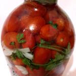 Очень вкусные соленые помидоры, главное преимущество этого рецепта — помидоры не перекисают.