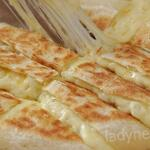 Фантастические палочки с начинкой из картофеля и сыра. Вам не понадобятся дрожжи, яйца и даже духовка!