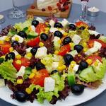 Шикарный праздничный салат всего за 5 минут, гурманы оценят. (Видео)